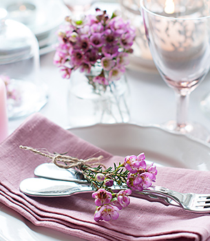 Pink table setting decoration