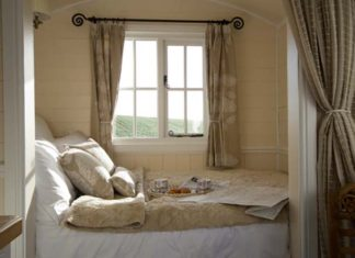 Make your bedroom look bigger like this Farmhouse bedroom by Riverside Shepherd Huts Ltd.