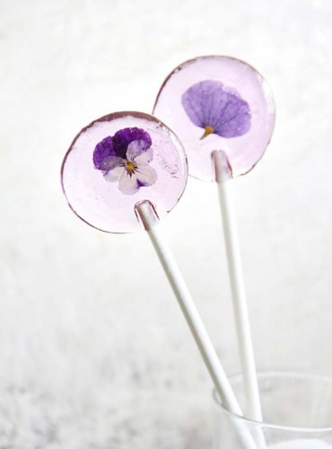 Edible flower recipes include these pansy lollipops